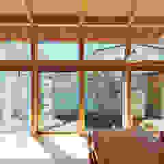 من 稲山貴則 建築設計事務所 أسيوي خشب نقي Multicolored