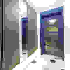 DESIGNCOLORS Couloir, entrée, escaliers modernes Bleu