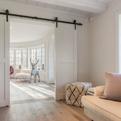 Country style corridor, hallway& stairs by Home Staging Sylt GmbH Country