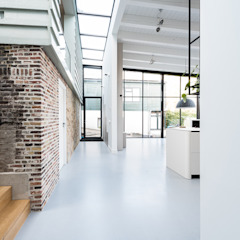 Nieuwendammerdijk Dijkhuis Moderne gangen, hallen & trappenhuizen van Dineke Dijk Architecten Modern
