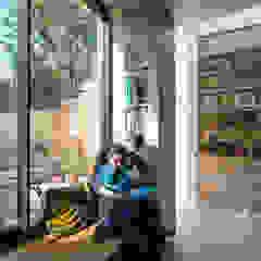 Gallery House Neil Dusheiko Architects Modern windows & doors