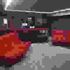 THE FRENCH CONNECTION por Projection Dreams / CUSTOM CINEMA 360 LDA Moderno Madeira Acabamento em madeira