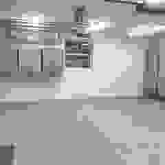 New build garage transforms with help from Garageflex od Garageflex Nowoczesny