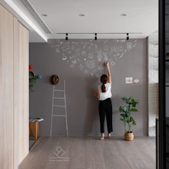 Corredores, halls e escadas escandinavos por 極簡室內設計 Simple Design Studio Escandinavo