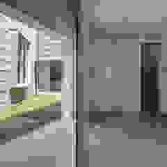 垂井町のコートハウス 北欧スタイルの お風呂・バスルーム の 武藤圭太郎建築設計事務所 北欧