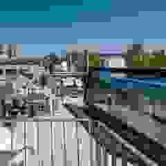 Roof terrace in Munich - Glazed roof access hatch من Staka Premium تبسيطي