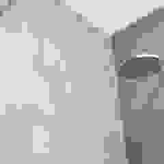 PROJECT LAU - RENOVATIE VAN EEN BADKAMER TE BERCHEM Moderne badkamers van ICONcept Modern