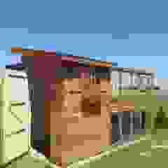 Domek ogrodowy szklarnia od Geisser Sp z o.o. Nowoczesny Drewno O efekcie drewna