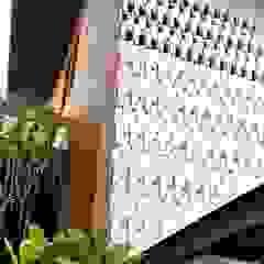 Cattleya Art Studio & Residence Dinding & Lantai Tropis Oleh Mandalananta Studio Tropis Batu