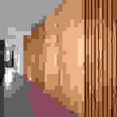 張宅 Chang Residence 現代風玄關、走廊與階梯 根據 何侯設計 Ho + Hou Studio Architects 現代風