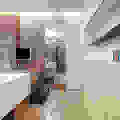 張宅 Chang Residence 現代浴室設計點子、靈感&圖片 根據 何侯設計 Ho + Hou Studio Architects 現代風