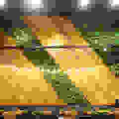 Paredes e pisos tropicais por Vertical Garden - Jardim Vertical e Paisagismo Corporativo Tropical