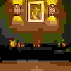 馬蹄形アーチとランプで彩られた魅惑的なモロッカンブルーの住まい 地中海スタイルの 寝室 の QUALIA 地中海