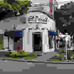 REMODELACIÓN FLORISTERÍA EL PENSIL de INHOME Clásico