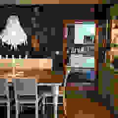 Casa particular em Lisboa Salas de jantar ecléticas por Gavetão- Decoração de Interiores Eclético Madeira Acabamento em madeira