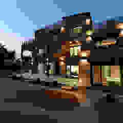넓은 테라스가 있는 철근콘크리트 주택 (경기도 용인시) by 더존하우징 모던