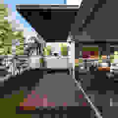 minimalist style balcony, porch & terrace by 21arquitectos Minimalist