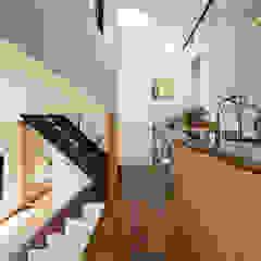四つ角の家 の 山本嘉寛建築設計事務所 YYAA モダン 木 木目調