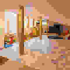 原山Y邸 オリジナルデザインの ドレッシングルーム の 株式会社アートアーク一級建築士事務所 オリジナル 木 木目調