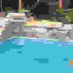 Cascata de pedras em piscinas. por Bizzarri Pedras Tropical Pedra