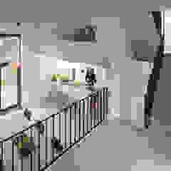 Cool Cube - Rotterdam Minimalistische eetkamers van jvantspijker & partners Minimalistisch Beton