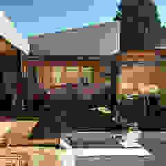 """Diseño y construcción de Casa """"patios entre medianeras"""" por 1.61 Arquitectos de 1.61 Arquitectos Ecléctico"""