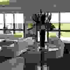 Private Jet Lounge od Sangston Interiors Nowoczesny