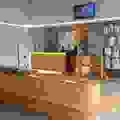 Hospital Veterinário Trofa Hospitais minimalistas por MIA arquitetos Minimalista Madeira Acabamento em madeira