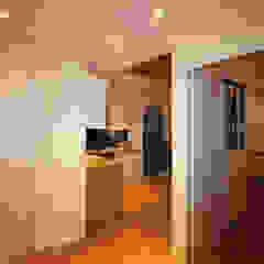 Agence ADI-HOME Modern corridor, hallway & stairs Chipboard White