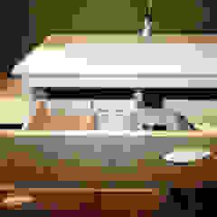 Agence ADI-HOME Modern bathroom Wood-Plastic Composite Wood effect