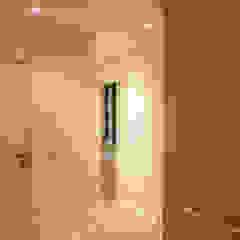 Agence ADI-HOME Modern corridor, hallway & stairs Bricks White