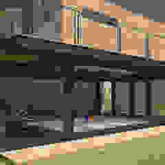 من URBAO Arquitectos حداثي حديد