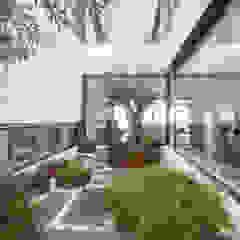 Jardines de estilo mediterráneo de DonateCaballero Arquitectos Mediterráneo