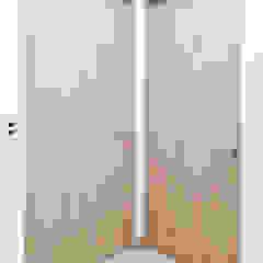 di Idee diseño & mobiliario Minimalista Legno composito Trasparente