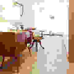 CORREDOR - SALDANHA Corredores, halls e escadas mediterrânicos por maria inês home style Mediterrânico