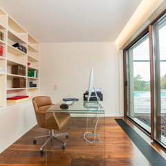 Tropical style study/office by Designer's Mint Studio Tropical