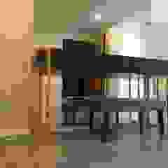 São Félix da Marinha Corredores, halls e escadas ecléticos por Designer's Mint Studio Eclético