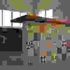 od LUIZA BUENO || Arquitetura e Paisagismo Rustykalny Drewno O efekcie drewna