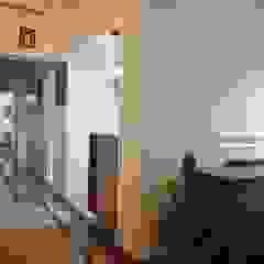 STUDIO AT DESIGN Corredores, halls e escadas coloniais