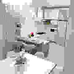 Residência J&M por Rafaela Longhi Arquitetura e Interiores Clássico MDF