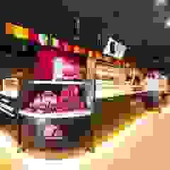 繽紛色彩穿插其中的泡芙專賣店,彷彿身處法式烘焙商店的氛圍,來一趟其妙的午后約會... 根據 富亞室內裝修設計工程有限公司 現代風 金屬