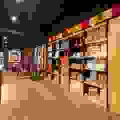 繽紛色彩穿插其中的泡芙專賣店,彷彿身處法式烘焙商店的氛圍,來一趟其妙的午后約會... 根據 富亞室內裝修設計工程有限公司 現代風 木頭 Wood effect