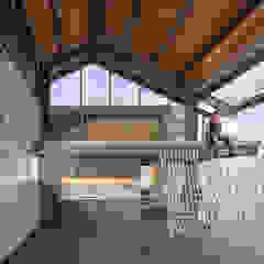 Industrialny ogród zimowy od Rakta Studio Industrialny