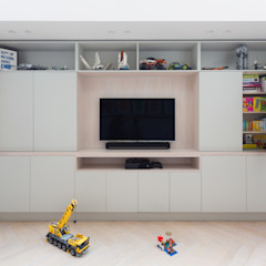 Kid's Room/Media Space by Shape London 모던