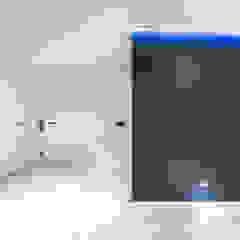 Realizacja salonu w domu jednorodzinnym w Rudzie Śląskiej Minimalistyczny korytarz, przedpokój i schody od Archi group Adam Kuropatwa Minimalistyczny
