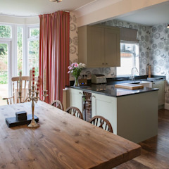 Mr & Mrs Hindle Country style kitchen by Kreativ Kitchens Country