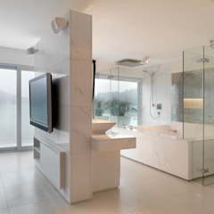 Water Front House - Clearwater Bay Modern bathroom by Original Vision Modern