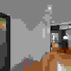 混構造の家リノベーション 北欧スタイルの 寝室 の アトリエ スピノザ 北欧