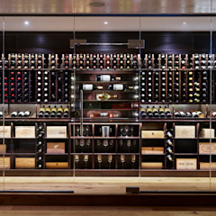 Wine Rooms & Wine Walls من Spiral Cellars كلاسيكي