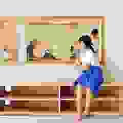 โดย 大野三太建築設計事務所一級建築士事務所 ผสมผสาน